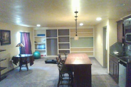 Private floor with TV, gym, Large master suite - Lehi - Hus