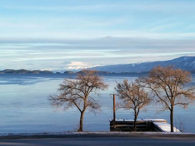 Spectacular mountain & lake views from cute condo