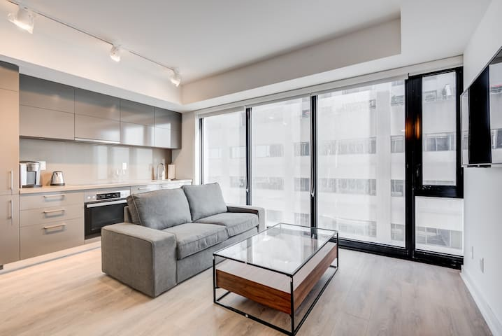Yorkville Luxury Hotel Style Suite 001