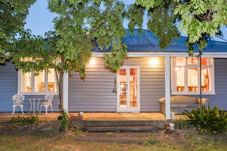 Camphill Cottage - rustic charm and comfort