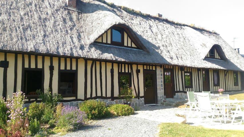 Chambres dans chaumière normande