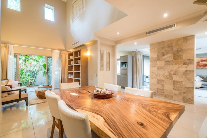 Luxurious Tropical Villa