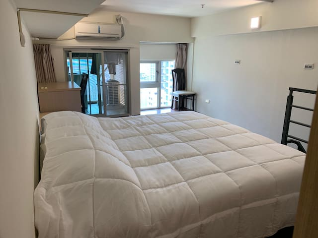 Loft with king size bed in Hsinchu's top location