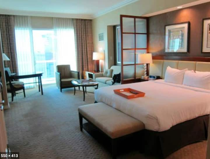 MGM Signature Suite ★ STRIP VIEW ★ NO RESORT FEE ★