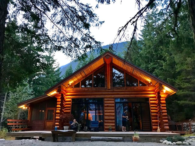 Joffre Creek Cabins - the big cabin