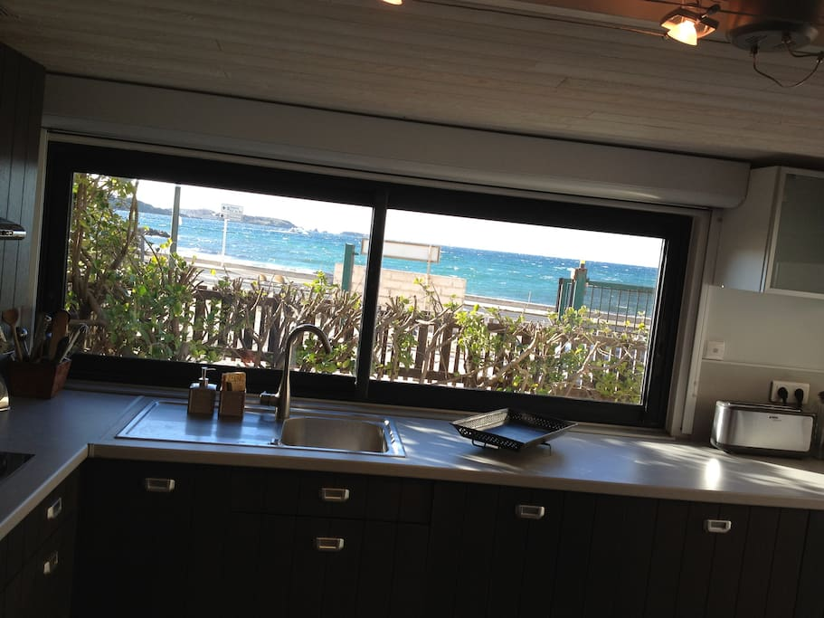 Maison de p cheur en bord de plage houses for rent in six fours les plages - Maison bord de plage ...