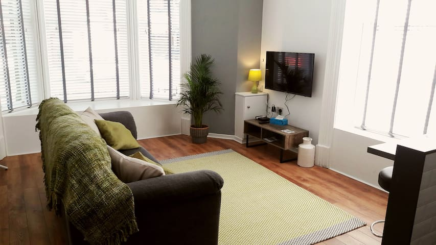LOVELY 1 BED APARTMENT 15 MIN WALK TO CITY CENTRE.