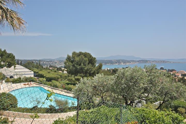 Bandol T2 climatisé, piscine, vue mer panoramique.