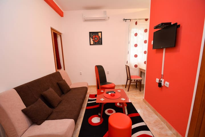 Sweet Apartment next to Kotor old town