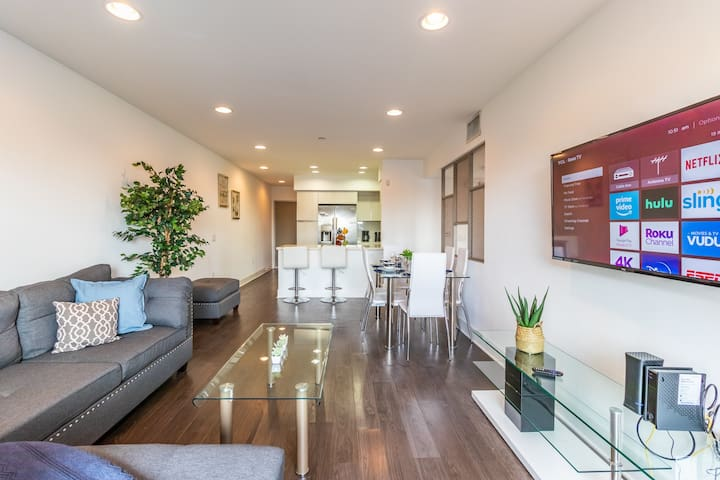 Bright Modern Room in Hollywood!
