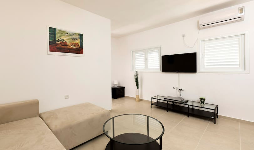 bat yam single personals Apartments for short term rent home / apartments for  rental apartments in bat yam,  on the mediterranean coast and fully staffing to stay singles,.