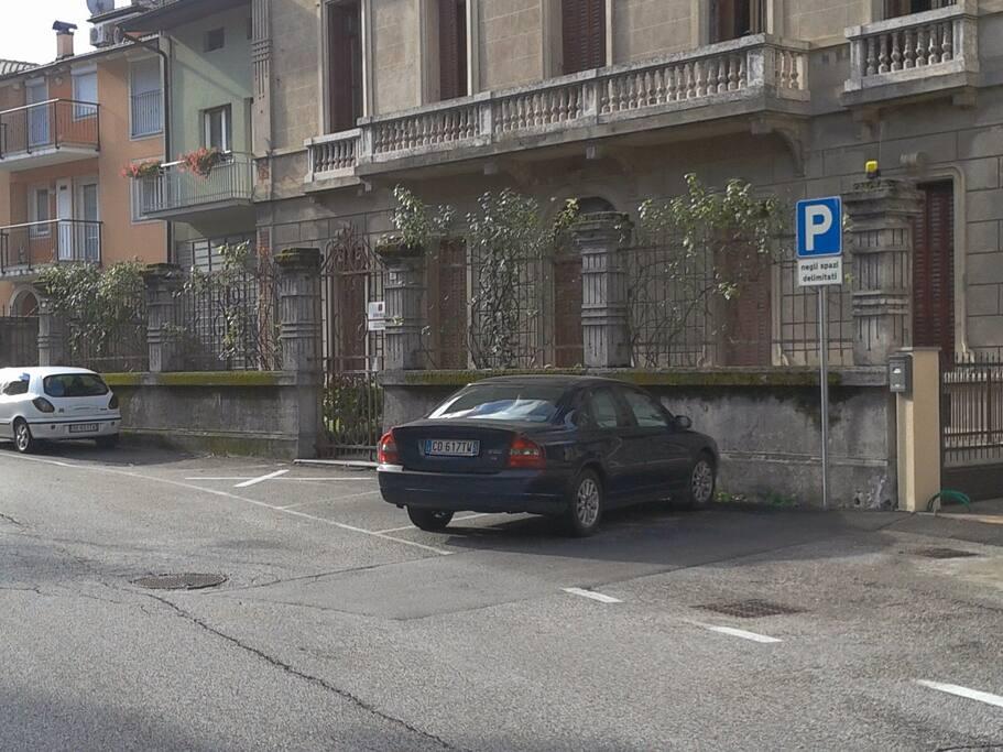 Parcheggi lato strada