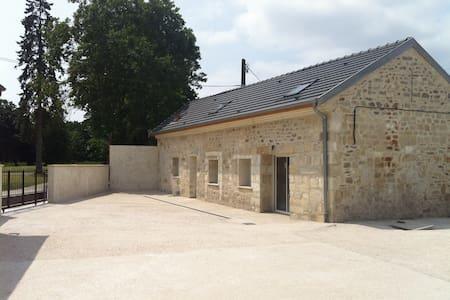 ST REMY Cottage character in Viller - Villers-Cotterêts