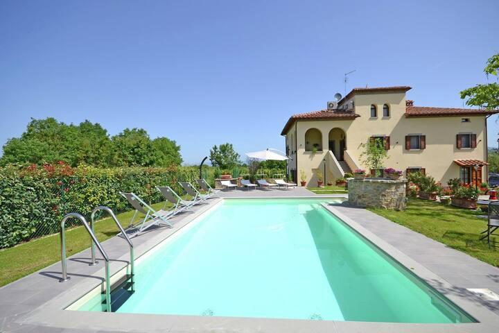 Peaceful Villa in Cortona with Private Swimming Pool