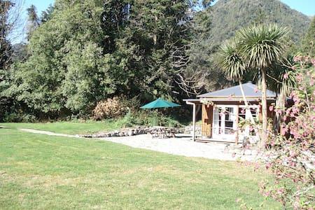 Lake Poerua Farm Cottage - Inchbonnie