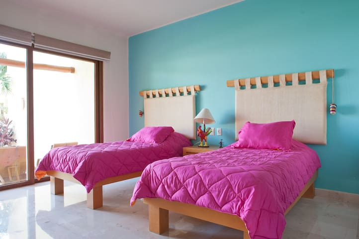 Bedroom 2 - Twin beds - Lower level with garden walkout