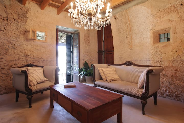 Beautifully Restored Village House - Ariany - House