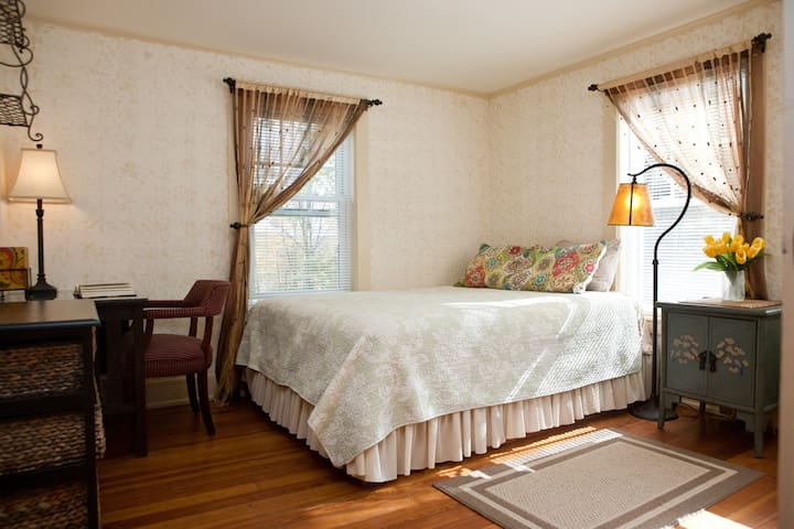 Lovely private room in Lenox (gold) - Lenox - Haus