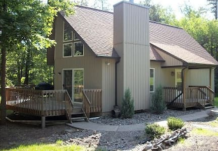 Mountain Chalet Escape - Albrightsville