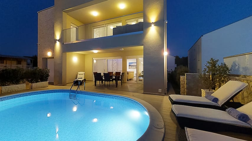 Beautiful villa just 300 m from the beach