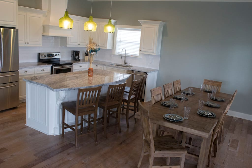 Fully equipped kitchen with all new appliances. Dining area for all your guest.