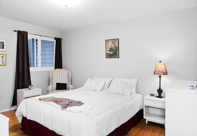 King sized memory foam bed in the large bedroom with a walk in closet and plenty of hangers.