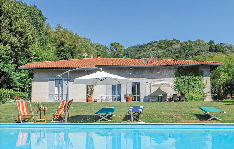 Holiday cottage with 4 bedrooms on 230m² in Ponte a Moriano