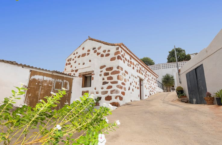 Holiday cottage in Santa Lucia (GC0249)