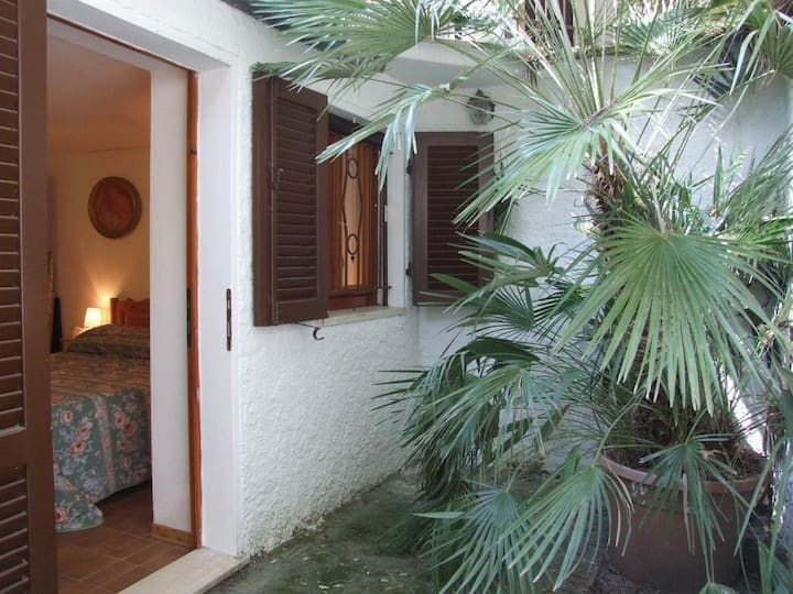 Apartment in Villa with large garden and terrace.C