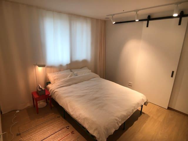 방 3: 퀸사이즈 침대 / queen size bed in room 3