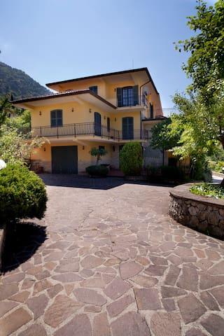 Villa Angelucci