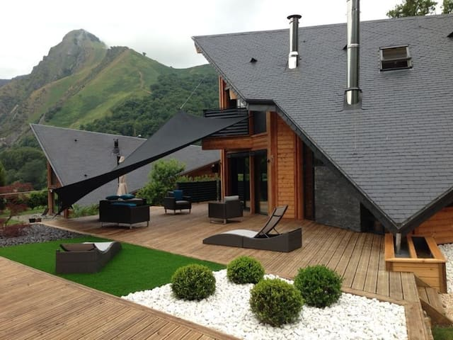 Great home on the mountain, Lourdes - Ger - Hus
