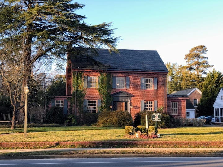 Williamsburg Manor Bed & Breakfast - Entire Home