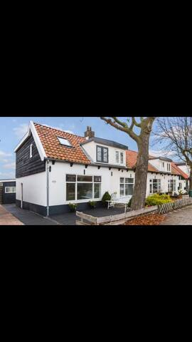 Casa SZ. Bungalow with a view near Schiphol