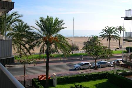APARTAMENTO EN PRIMERA LINEA DE PLAYA DE GANDIA - Apartment