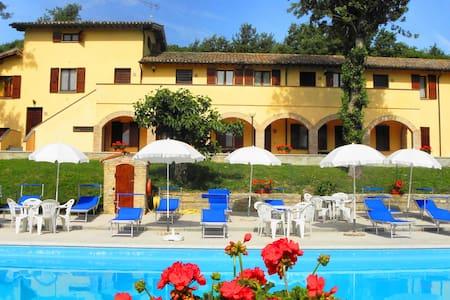 farm holiday  Umbria Gubbio Italy - Gubbio - Bed & Breakfast