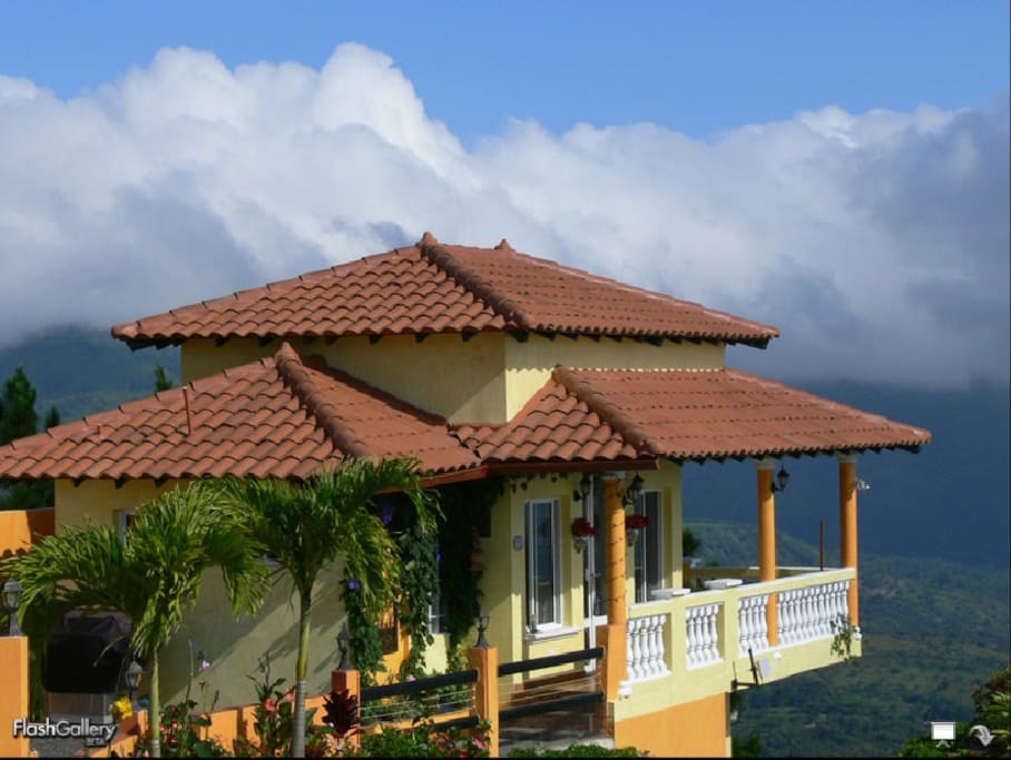 High on the Mountain with Ocean Views!