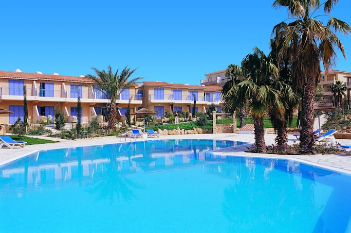 Regina Gardens Clean Twin Room nr Beach & Tourism - Paphos - Apartament