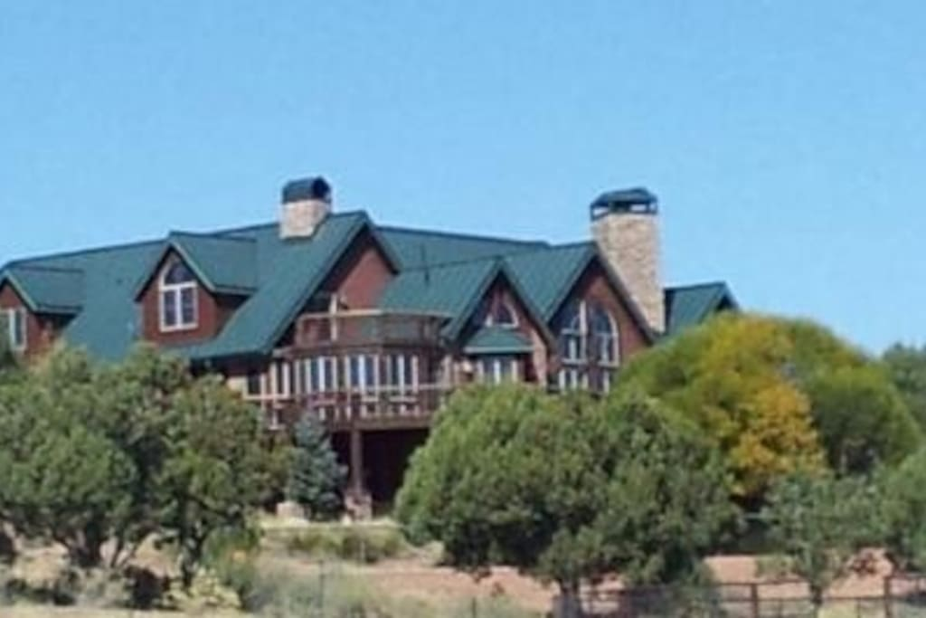 Ruffin It Home on 50 acres surrounded by Forest land. SW side.