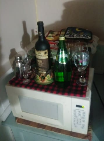 Microwave, refrigerator, welcome bottle wine and sparkling water