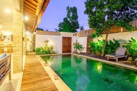 Villa Cosmopolitan Bali Seminyak Suite Room B - Seminyak Kuta - วิลล่า