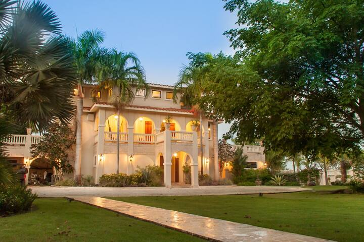 Rincon's Most Private And Expansive Villa