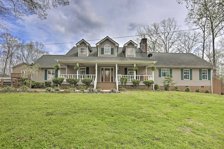 Summerville Retreat w/ Pool & Deck on 5 Acres!