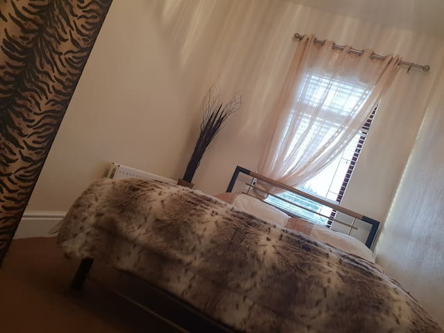 Private Double room at Pleasant view House