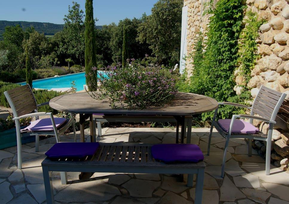 Studio avec piscine dans un cadre proven al serein guest - Piscine couverte st maurice ...