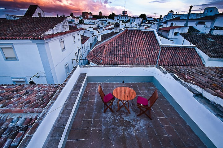 House with panoramic views in the historic center of Évora
