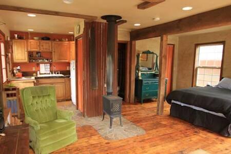 Cozy Westside Cottage Best Location