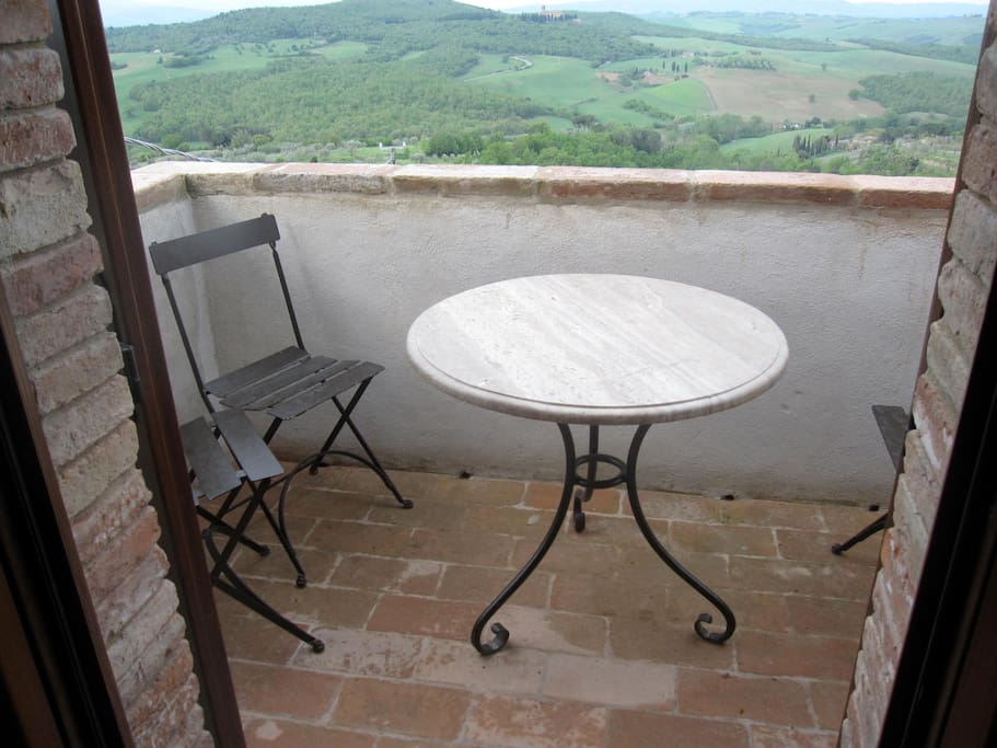 The balcony is ideal for enjoying a glass of local cheeses and Vino Nobile de Montepulciano