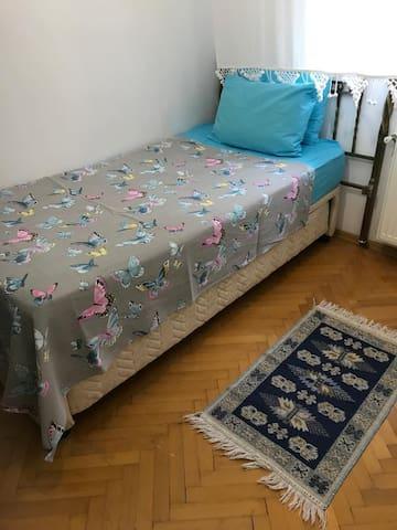 Yatak odasi 3, otomatikman 2 kisilik yatak halini alabilir