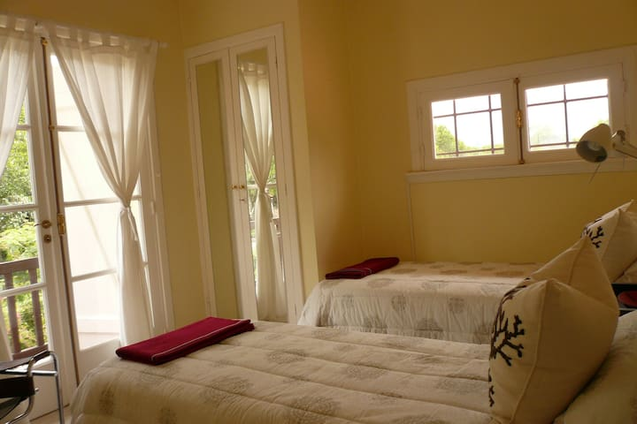 Room with 2 single beds in Sierras Cordoba - Casa Grande - House